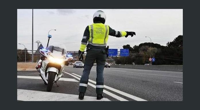 Foto:Diari de Tarragona - https://www.diaridetarragona.com/noticias/Una-mujer-arrastra-25-metros-al-guardia-civil-que-la-multo-por-exceso-de-velocidad--20181128-0060.html