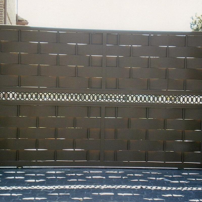 Puerta corredera de tiras de chapa