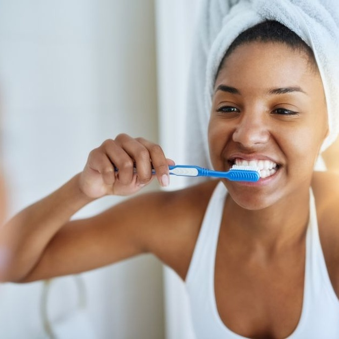 Vicios en la higiene dental que debes evitar