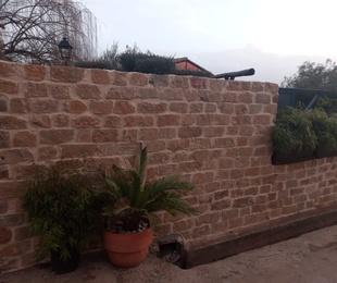 Muro de piedra natural
