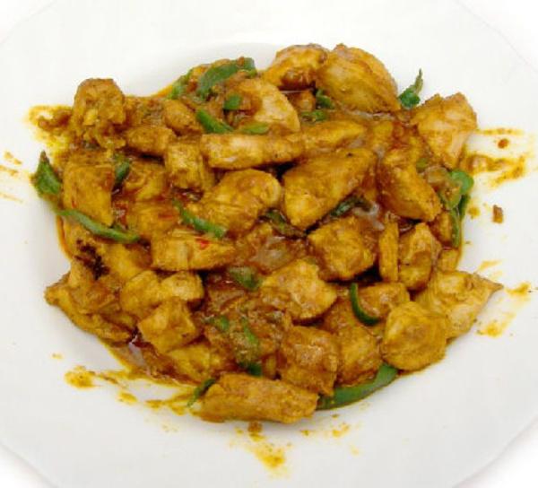 Pollo con curry: Carta de El Jardín de Oriente