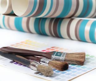 Claves para combinar papel pintado y pintura