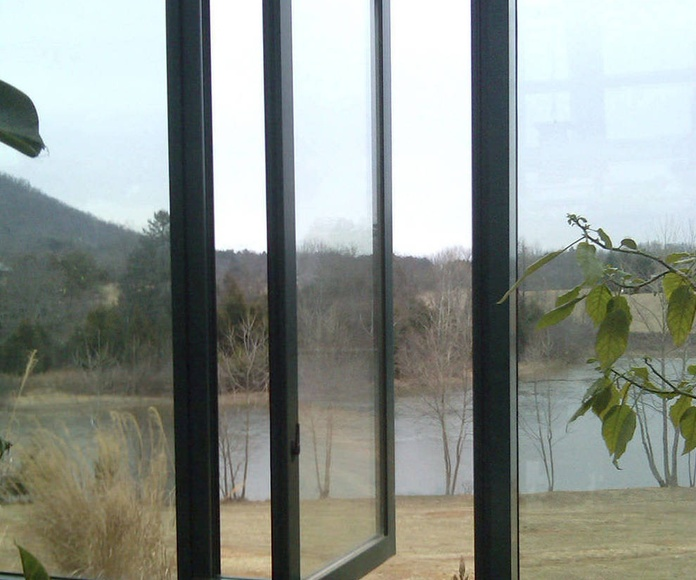 VENTANAS GIRATORIAS: Servicios de Exposición, Carpintería de aluminio- toldos-cerrajeria - reformas del hogar.