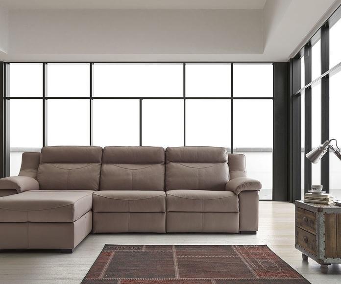 Sofás y cheslong expuestos en tienda 20% Dtº: Productos de Muebles Pérez