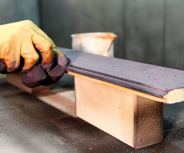Lacado de todo tipo de mobiliario en madera o también hierro.