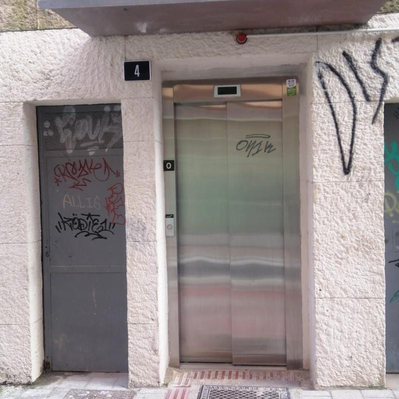 Señalización: Servicios de Puertas Y Armarios Zarautz