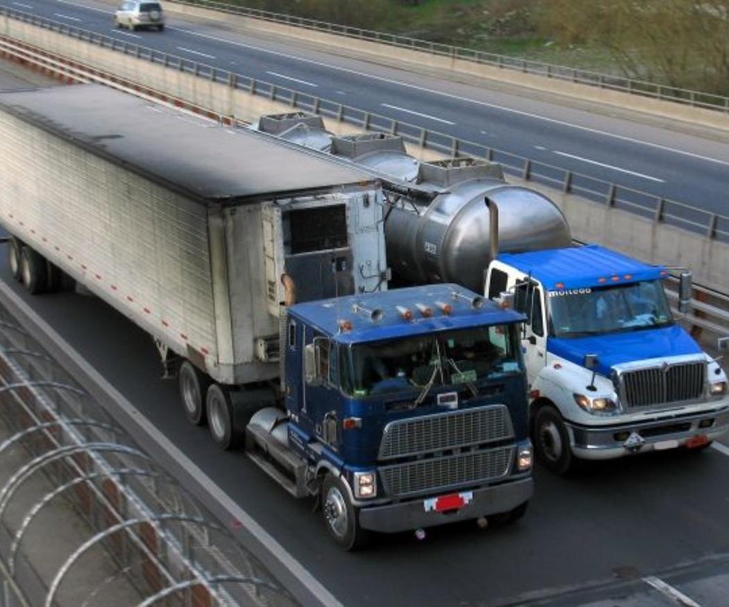 Distintos camiones para transportar mercancías