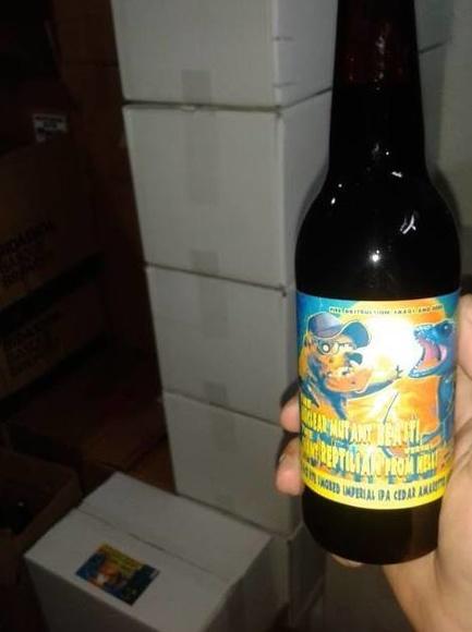 Mutant: Distribuidor de cerveza    de The Rolling Beer