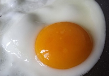 Huevos fritos con chorizo y sin chorizo