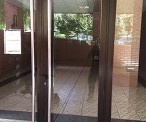 Puerta de portal Cristalería Rodero