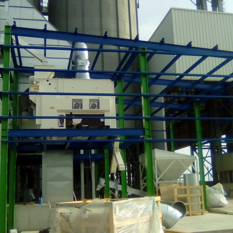 Nave con altillo en Arrosaires Deltebre: Trabajos realizados de Global Metall, S.C.P.