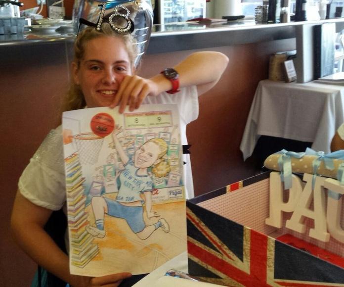 Recibiendo emocionada su dibujo