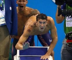 Los extraños moratones circulares de Michael Phelps