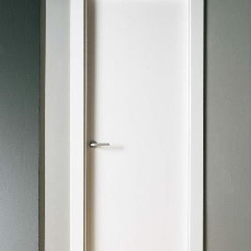 Oferta en puerta lacada blanca lisa maciza
