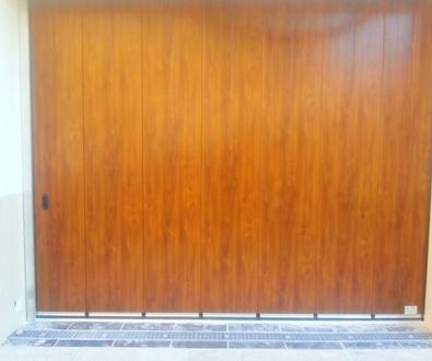 Puerta de garaje corredera lateral seccional