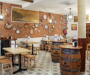 Ven a disfrutar del ambiente y los sabores de una auténtica taberna andaluza en Madrid centro