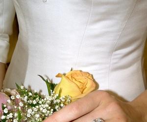 Recogidos, maquillaje y manicura para novias