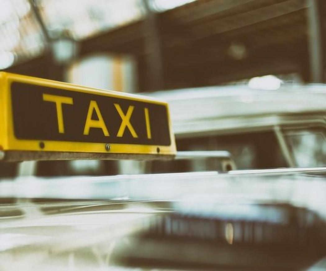 ¿Qué puedo llevar en un taxi?