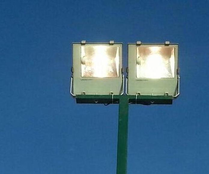 Iluminación de pistas deportivas: Servicios de Jsp Electrotecnia, S.L.