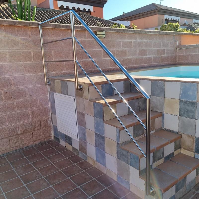 escalera piscina.jpg
