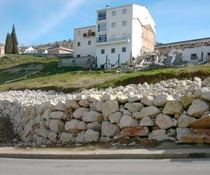 Contención con muro de escollera de deslizamiento en Montefrío (Granada)