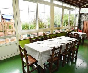 Restaurante con amplios salones para disfrutar de la comida