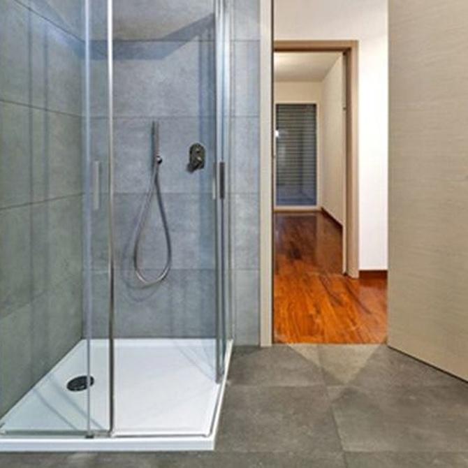 Moderniza tu baño con una mampara