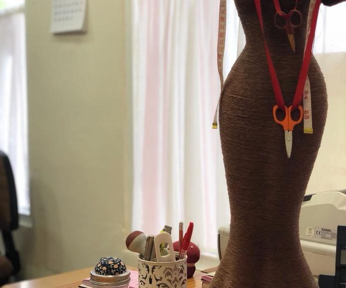 Arreglos de vestidos de novia y fiesta: Servicios de El Dedal 2008