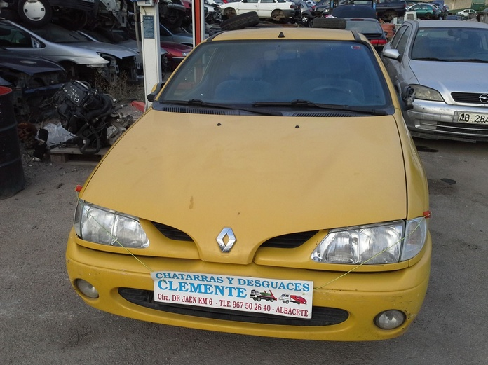 Renault Megane coupe año 98 en Desguaces Clemente de Albacete