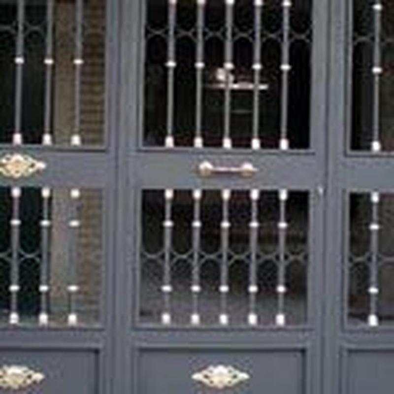 Puertas residenciales : Trabajos de Cerrajería Alberto Bautista