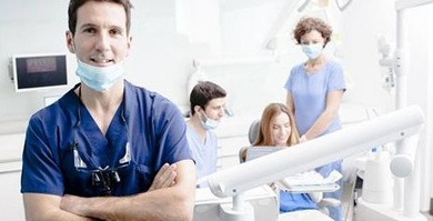 Dentista frente a empresario