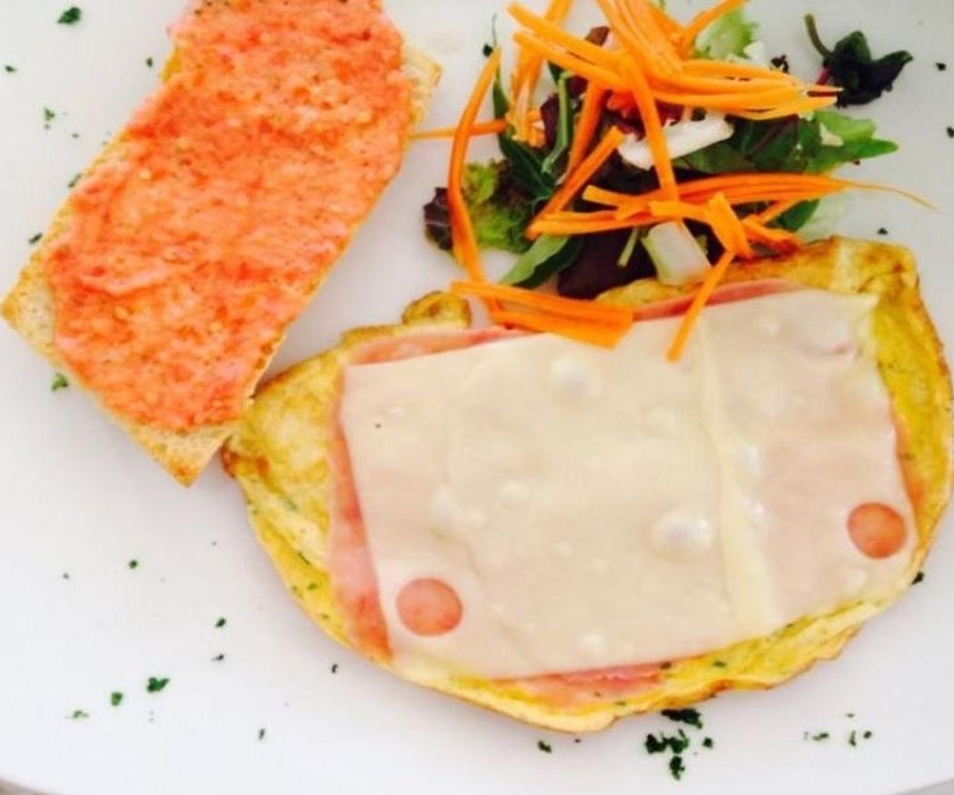 Comienza un día romántico con un buen desayuno en pareja