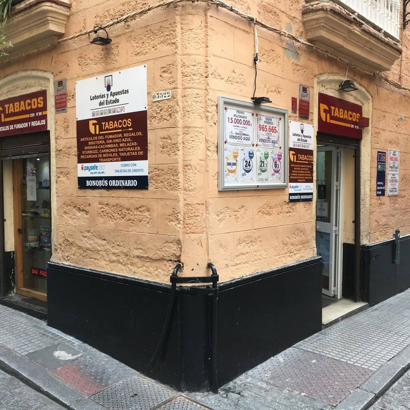Dentista en Cádiz Javier Pérez Gaspar del Pino 3 acude a Estanco Sagasta