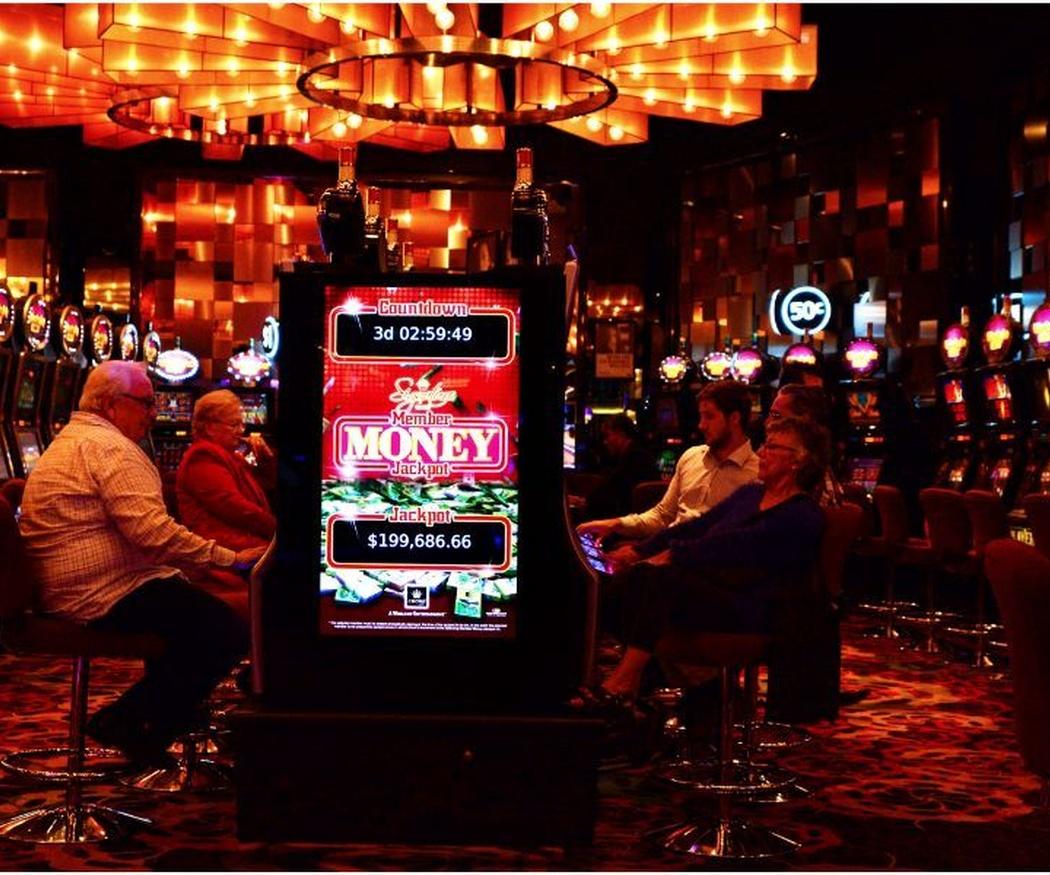 España acumula un total de 55 casinos 319 bingos y unas 130.000 máquinas recreativas