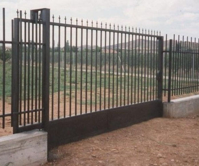 Puerta corredera metálica