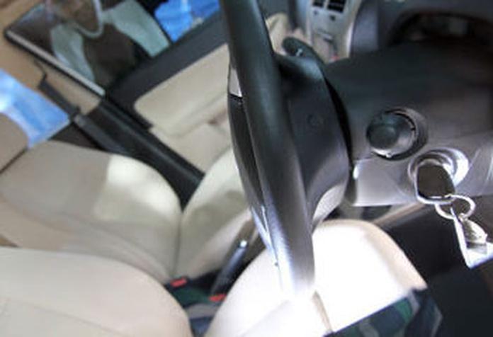 Cerrajeros especializados en apertura de coches.
