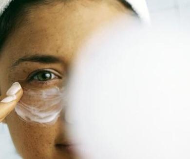 Éstos son los 5 peores errores que cometemos al cuidar la piel según los dermatólogos