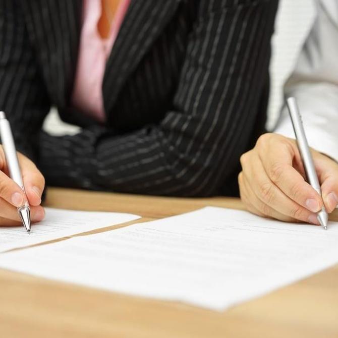 A la firma del contrato de arrendamiento, mejor con abogado