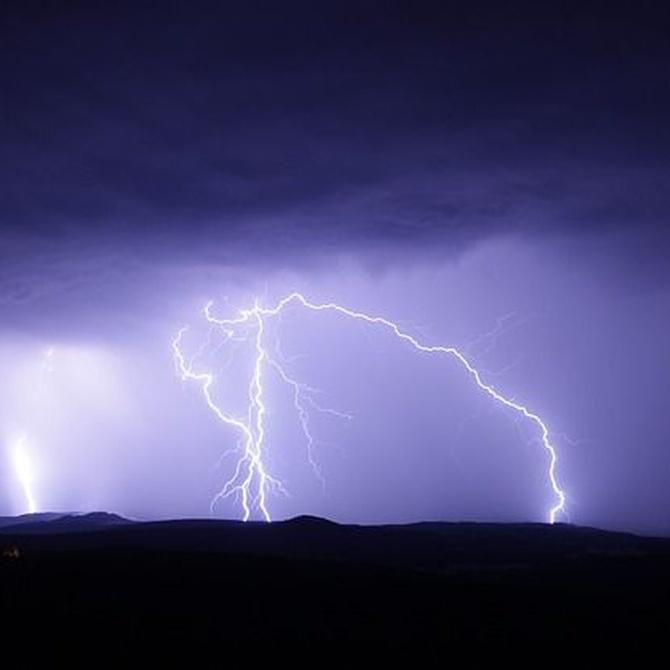 Cómo conducir una moto bajo una tormenta eléctrica