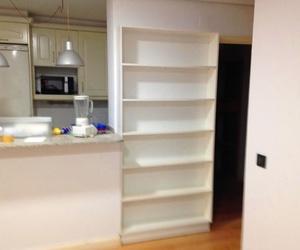 Barra de cocina y estanteria