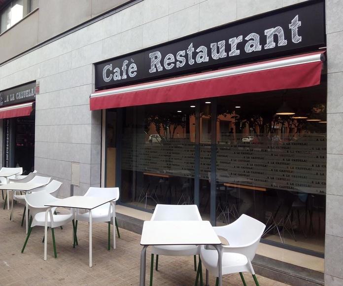 Terraza y fachada del restaurante A la Cazuela