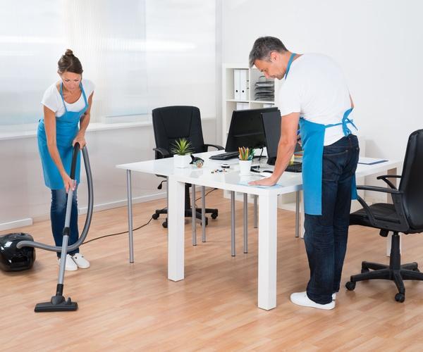 Limpieza de centro de negocio