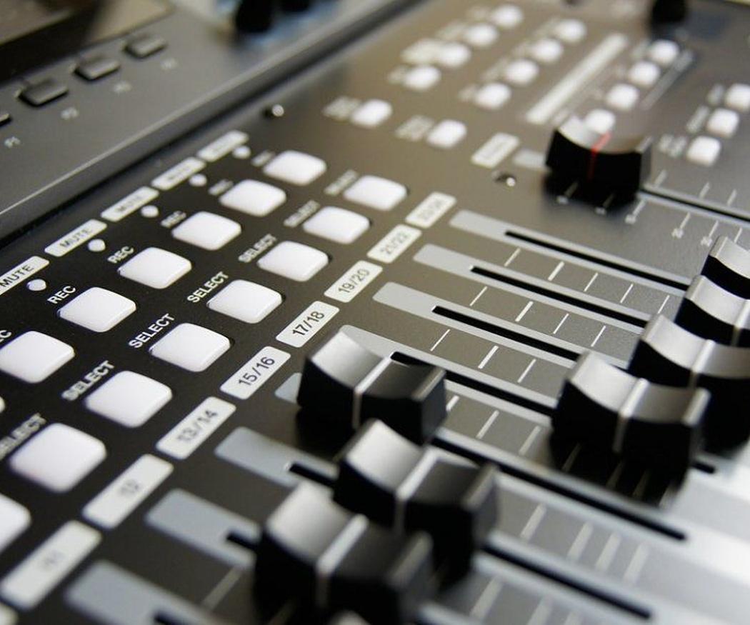 La mesa de mezclas vs. DJ
