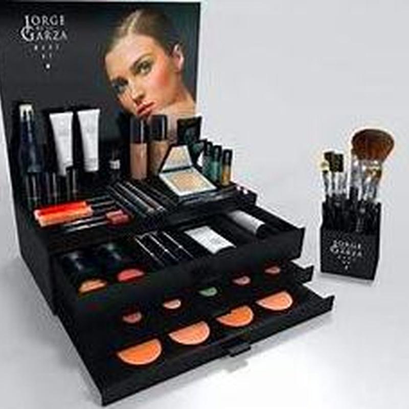 Maquillaje profesional: Nuestros cuidados de Estética alur Estetika