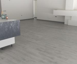Instalación de Suelo Laminado de Finfloor diseño Roble Bromo en Alhaurín de la Torre (Málaga) por Instalador de pavimentos, tarimas y suelos laminados