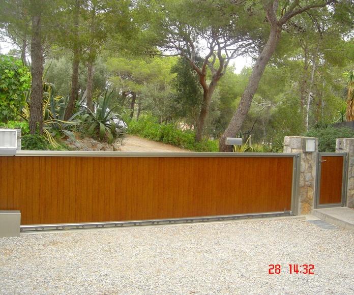 A104 Puerta Corredera de aluminio imitación madera combinada