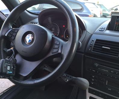 Nuevo vehículo adaptado. BMW X3 3.0D. Guante acelerador inalámbrico y freno de servicio.