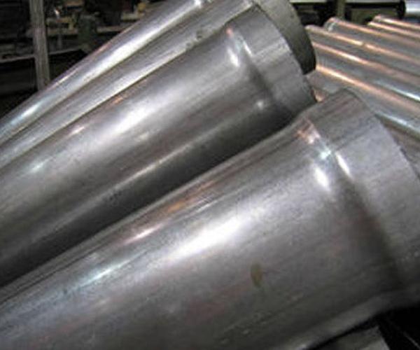 Curvado y conformado de materiales de hierro al titanio