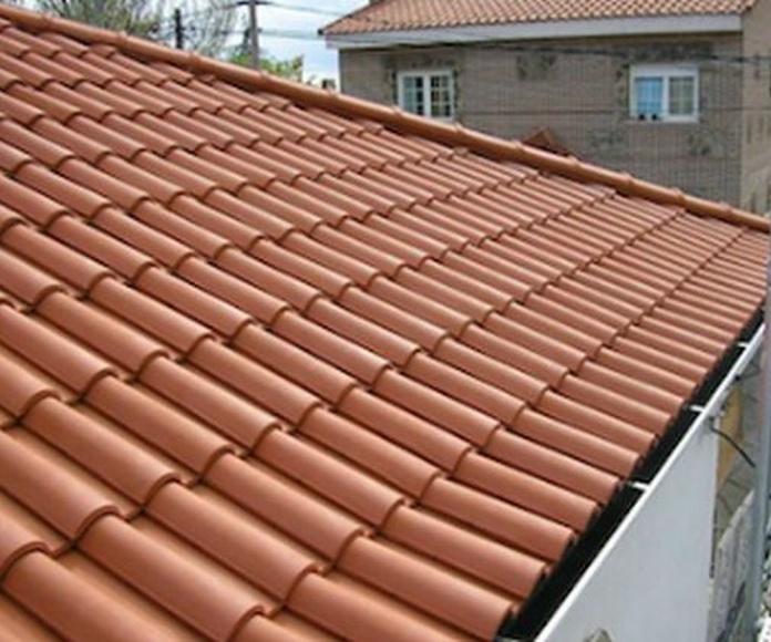 Formación de cubiertas inclinadas con teja.: Servicios  de Reicom Madrid