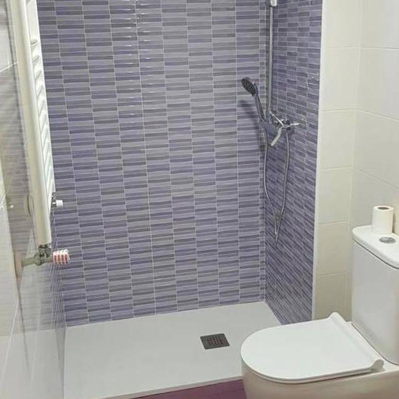 Reforma baño completo, pintura y saneo de paredes en habitacion,: Trabajos realizados de REFORMAS, INSTALACIONES Y CONSTRUCCION ARAGON